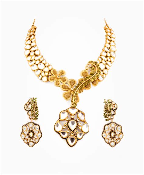 buy gold for jewelry need gold buyers will purchase necklaces and