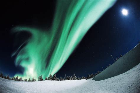 Best Time Of Year To See Northern Lights by When To See The Northern Lights S Travels