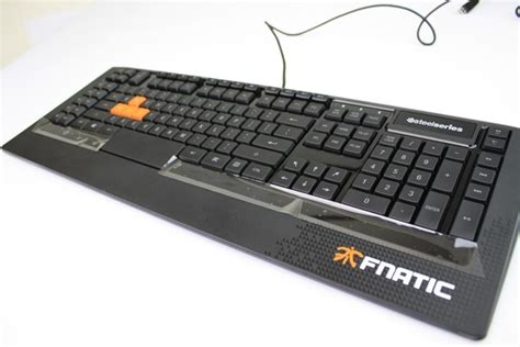 Pasaran Keyboard Gaming review steelseries apex gaming fnatic edition keyboard membran berdesain apik pro gaming