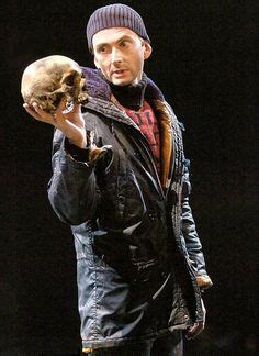 david tennant yorick alas poor yorick i stole his beanie hamlet and