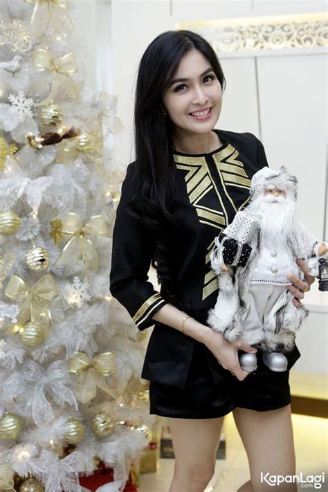 film natal seru foto cerita seru sandra dewi soal natal dari kue sampai