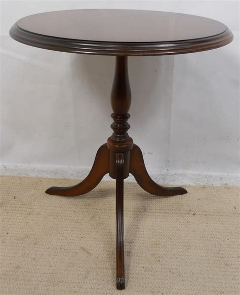 small pedestal table images