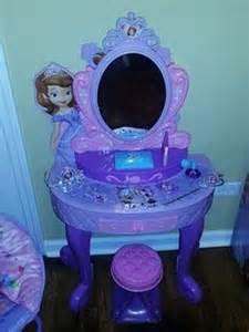 Sofia Vanity Walmart Laylas Bedroom On Pinterest Sofia The First Bed Rest
