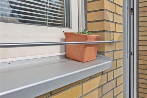 fensterbrett kantenschutz blumenkastenhalterung f 252 r die fensterbank aus 12 mm