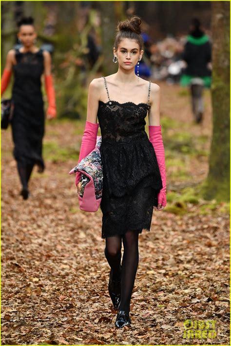 kaia gerber walking the runway kaia gerber looks chic walking the chanel runway at paris