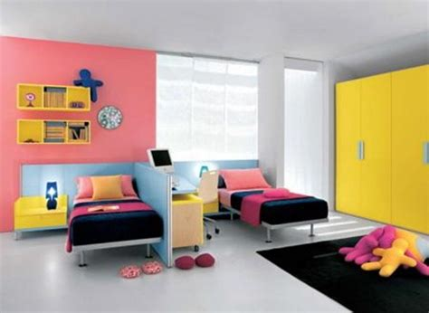 two modern homes with rooms for small children with floor habitaci 243 n para dos interiores