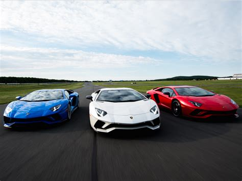 Lamborghini Finance The Lamborghini Aventador S Is A 500 000 Raging Bull