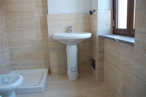 rivestimento pietra bagno bagno rustico con vasche su pietra trova le migliori