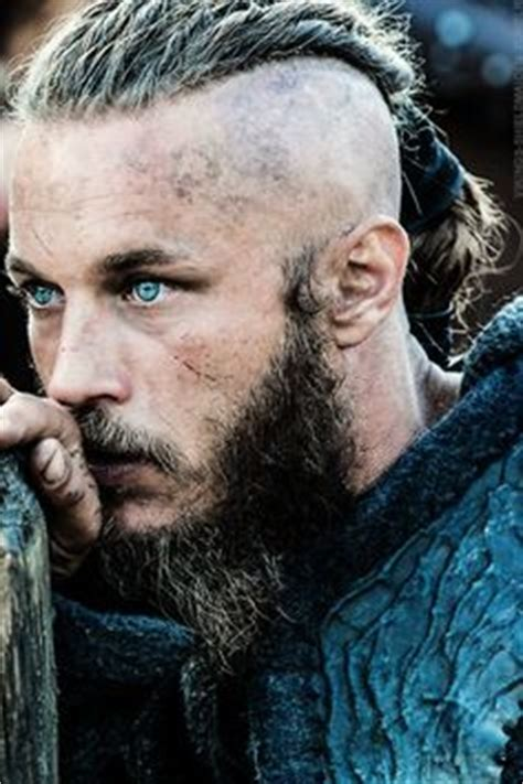 ragnar shaved head 1000 images about travis fimmel on pinterest travis