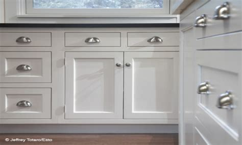 kitchen cabinet pull images of white kitchen cabinets with pulls and knobs