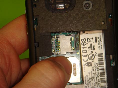 Casing Blackberry 9330 how to install a media card into your blackberry