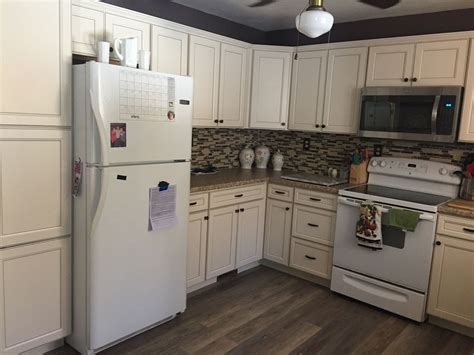 lowes white kitchen cabinets lowe s caspian white kitchen white kitchen