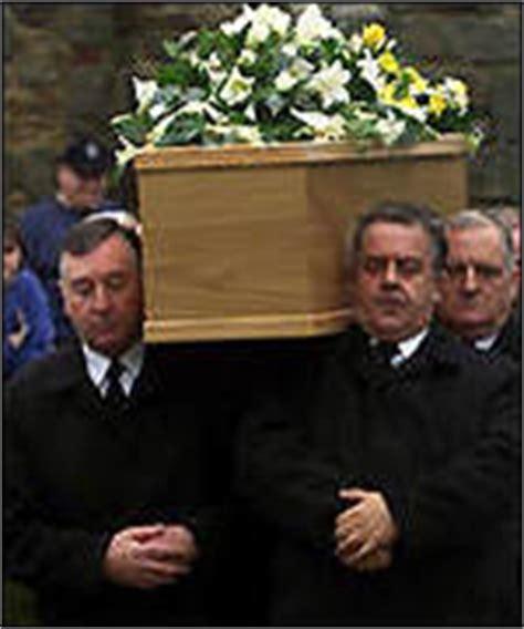 desmond llewelyn car crash news entertainment bond to honour q