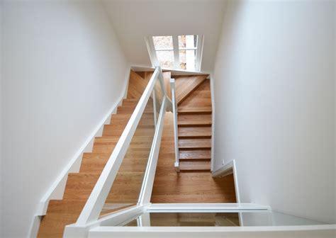 Treppe Ins Dachgeschoss by Holzwangentreppe Mit Glasgel 228 Nder Treppenbau Diehl In