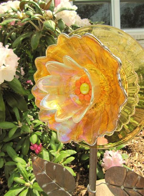 Diy Glass Garden Flowers 25 Best Ideas About Yard On Diy Yard Decor Garden Crafts And Yard Decorations