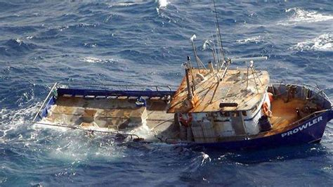 catamaran capsized australia family rescued after catamaran capsizes off kangaroo