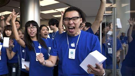apple employee chinese scalpers created a black market for genius bar