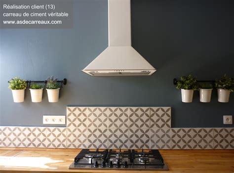 comment poser un plan de travail dans une cuisine carreaux de ciment forme g 233 om 233 trique grise 20x20 cm gris