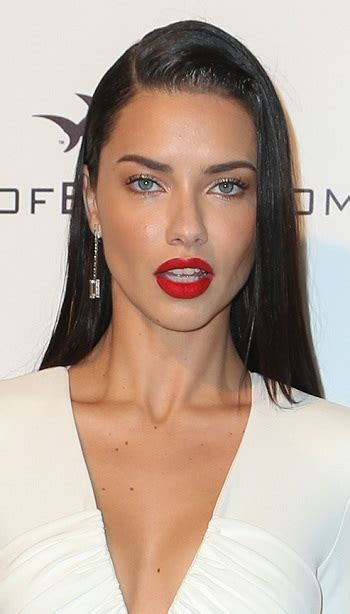 adriana lima cool short hairstyles for women hairstyles adriana lima with a long straight hairstyle