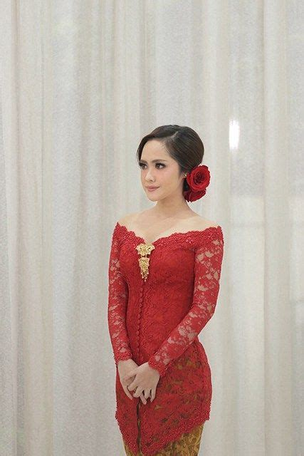 26 Dress Sabrina Putih by 17 Best Ideas About Kebaya Brokat On Kebaya