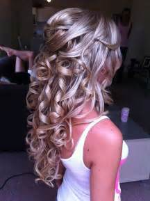 15 cute curly half up prom hairstyle