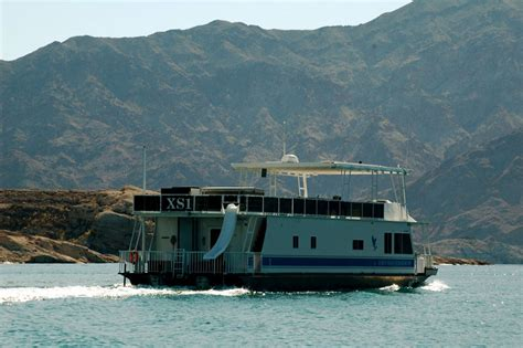 house boat rental lake mead a need for mead floating above hoover dam