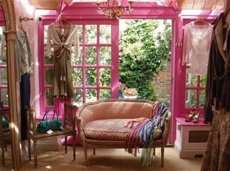 betsey johnson pink apartment freshome com pink trim i believe this is betsey johnson s apartment