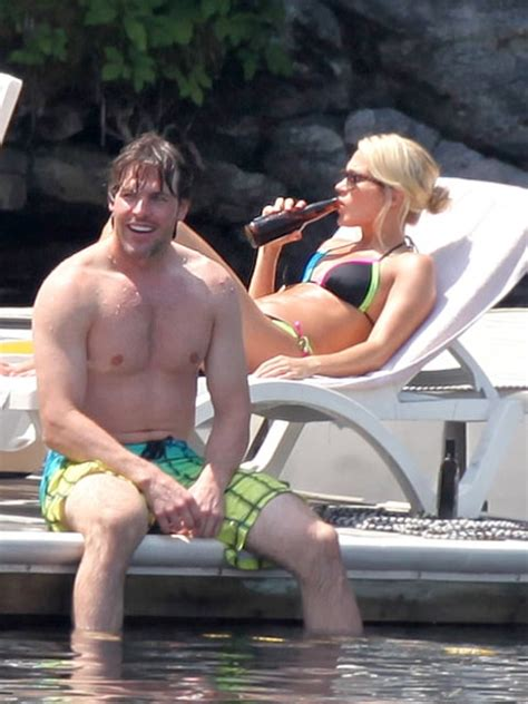 see carrie underwood s amazing body us weekly