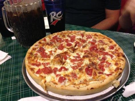Teresa S Kitchen Bloomington Il by Momma Teresa S Pan Pizza And A Pitcher Of Cherry Rc