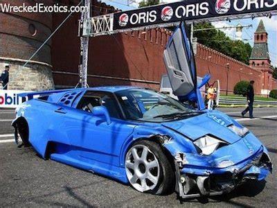 bugatti eb110 crash photos 10 bugattis that were completely destroyed in car