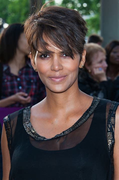 pictures of halle berrys short haircuts from the side and the back view halle berry pixie short hairstyles lookbook stylebistro