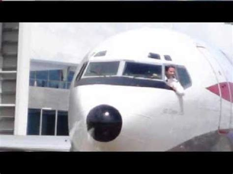 travolta flies his jet into sydney
