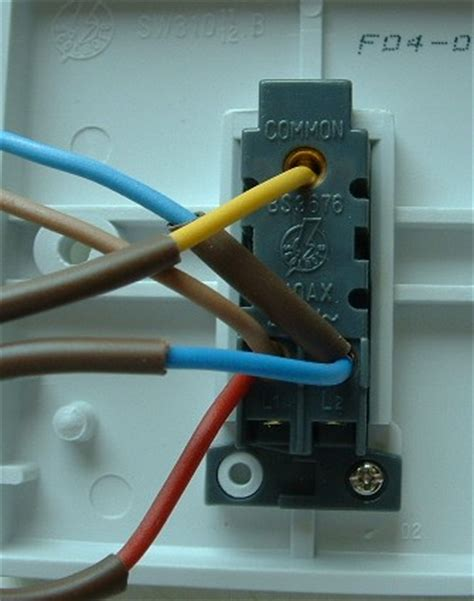 how to wire a light switch to a socket uk