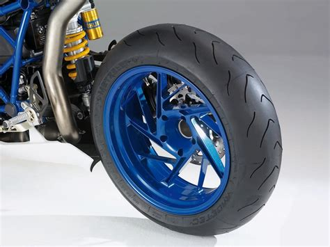 Motorrad Reifen Qualmen by A Guide To Motorcycle Tires Part 1 Autoevolution