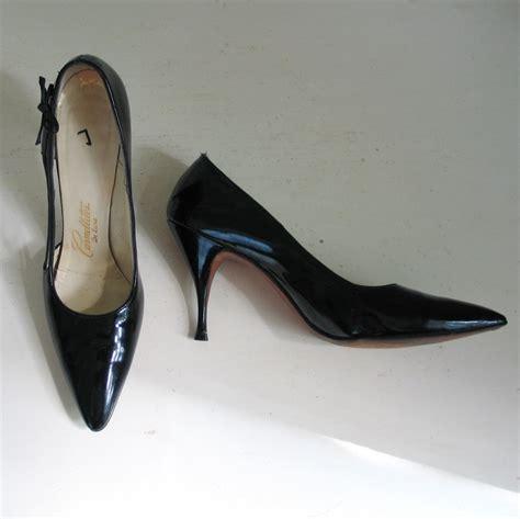 Se Vintage Black vintage 1960s shiny black patent stilettos high heels