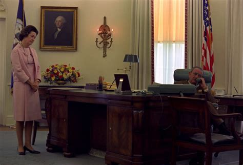 what desk did trump choose which of these 6 oval office desks will donald trump pick