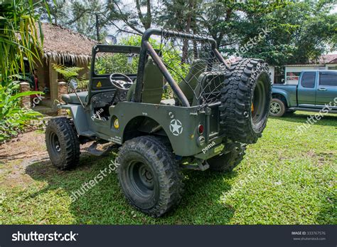 Jeep Thailand Thailand 2015 Oct 28 Jeep Truck Parking At Rest Area Of