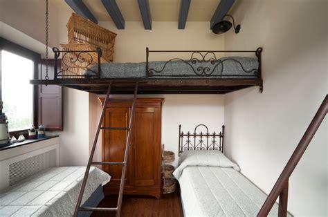 hochbett dachschräge hochbett selber bauen mit schrank