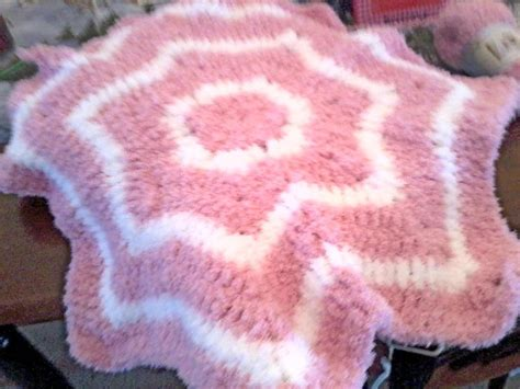 pattern for pipsqueak yarn bernat pipsqueak star baby blanket 40 quot diameter and thee