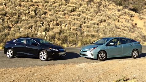 Tesla Model S Vs Chevy Volt 2016 Toyota Prius Vs 2016 Chevrolet Volt Test