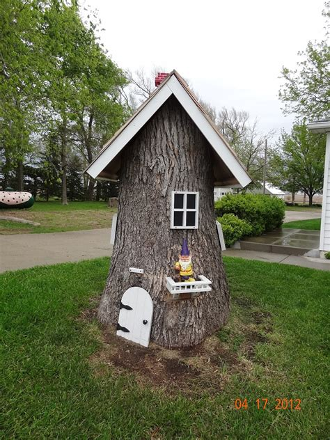 How To Decorate Around A Tree Stump living the craft 10 ways to decorate hide a tree stump in your yard