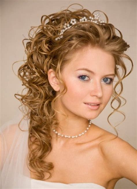 homecoming hairstyles with tiara curly prom hairstyles with tiara amd5gchz e1392366959227