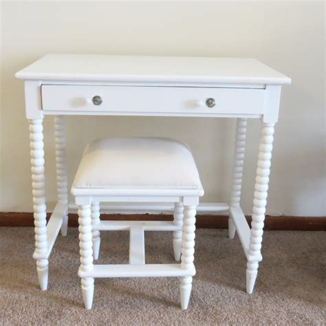 White Vanity Table Small Makeup Wooden Vanity Table Without Mirror With Drawer And Painted With White Color