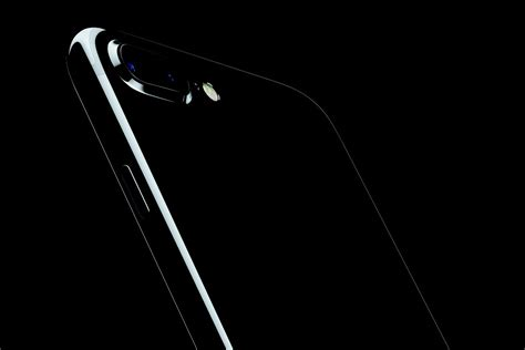 jet color apple brings back the glossy black iphone with new jet