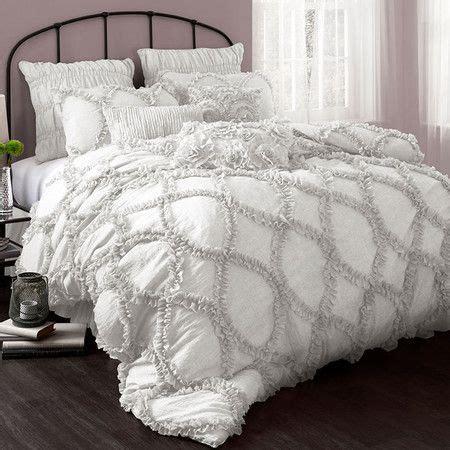 big fluffy comforter sets 1000 ideas about fluffy bedding on pinterest wooden