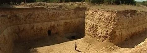 imagenes de uñas egipcias 65 million year old pyramid is discovered in crimea with a