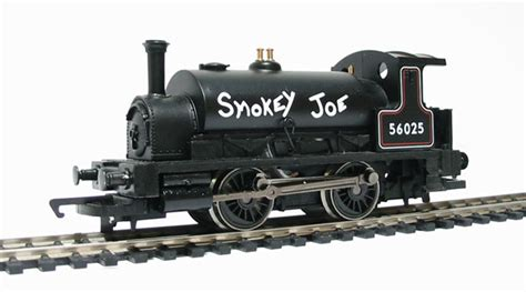 hornby pug hattons co uk hornby r782 class 0f pug 0 4 0st 56025 quot smokey joe quot in black