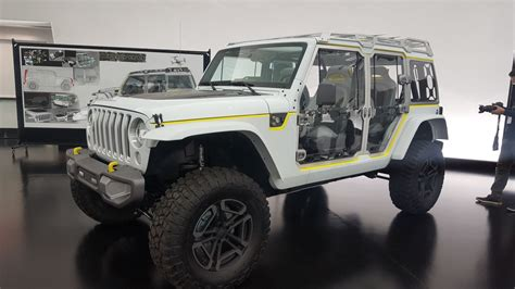 new jeep concept 2018 the jeep safari concept may give up secrets of the new