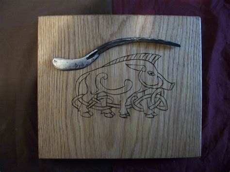 Mainan Finger Board Besi Finger Boar Metal norse celtic knot work boar and forged knife cheese board sets forged