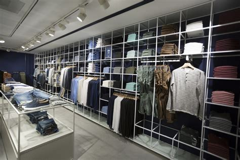 Retail Trends Bebe by Dit Is De Eerste Jeanswinkel We Fashion Retailtrends Nl